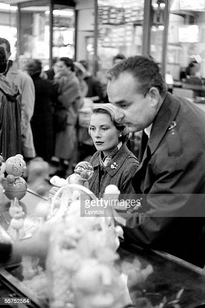 The princess Grace and the prince Rainier III of Monaco in Paris on October 9 1958 LIP3370318