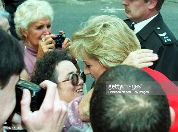 The Princess of Wales receives a hug from Maureen Wilding from Billings Montana USA who had joined hundreds of other wellwishers who turned out to...