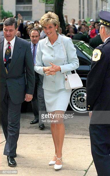 The Princess Of Wales Visits Cook County Hospital Chicago Behind The Princess Is Her Police Bodyguard Dave Sharp