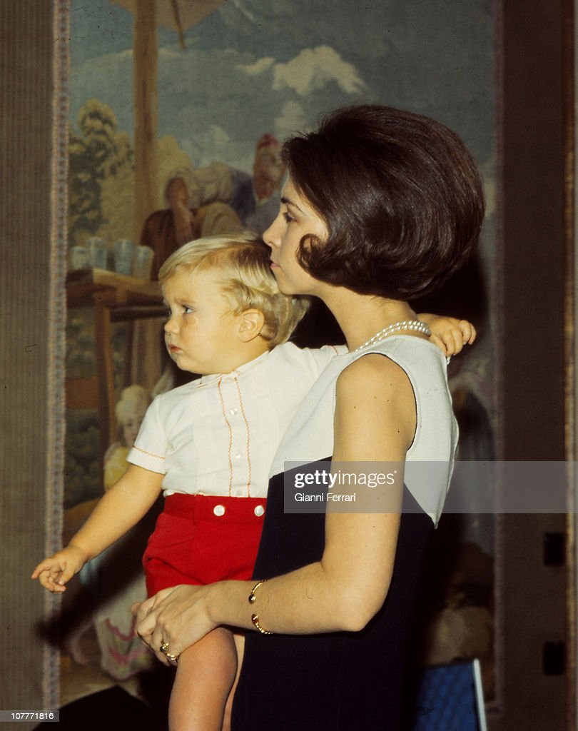 The princess Sofia of Greece at Christmas with her son Felipe in the Zarzuela Palace 1969 Madrid Spain
