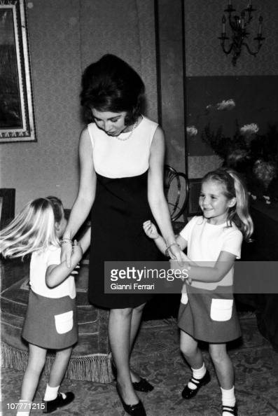 The princess Sofia of Greece at Christmas with their two daughters Cristina and Elena in the Zarzuela Palace 1969 Madrid Spain