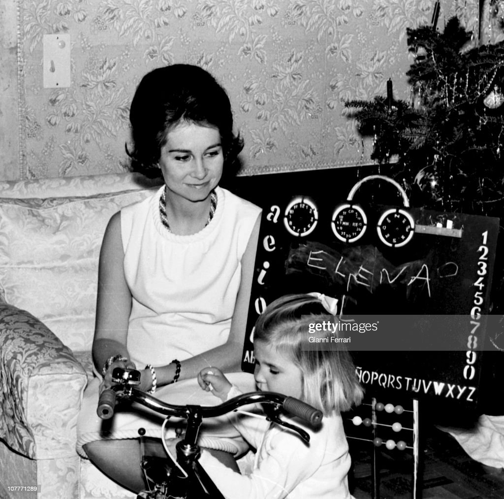 The princess Sofia of Greece celebrate Christmas 1967 at the Zarzuela Palace with her daughter Cristina Madrid Spain