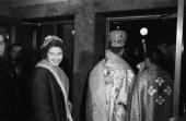 The Princess Sofia Of Greece In New York Le 30 octobre 1958 à New york lors d'un voyage aux Etats Unis la Reine Frederika de Grece souriante Devant...