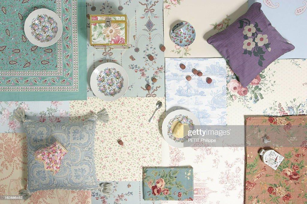 The Printed Wallpapers Papiers peints aux motifs floraux de bas en haut puis de gauche à droite nappe cachemire turquoise Palmette papier peint...