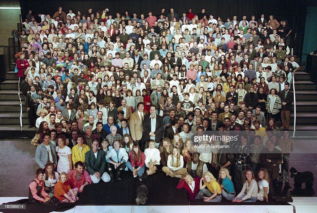 Le décors des sitcoms The-production-company-ab-production-la-plaine-saintdenis-en-1994-la-picture-id162565514