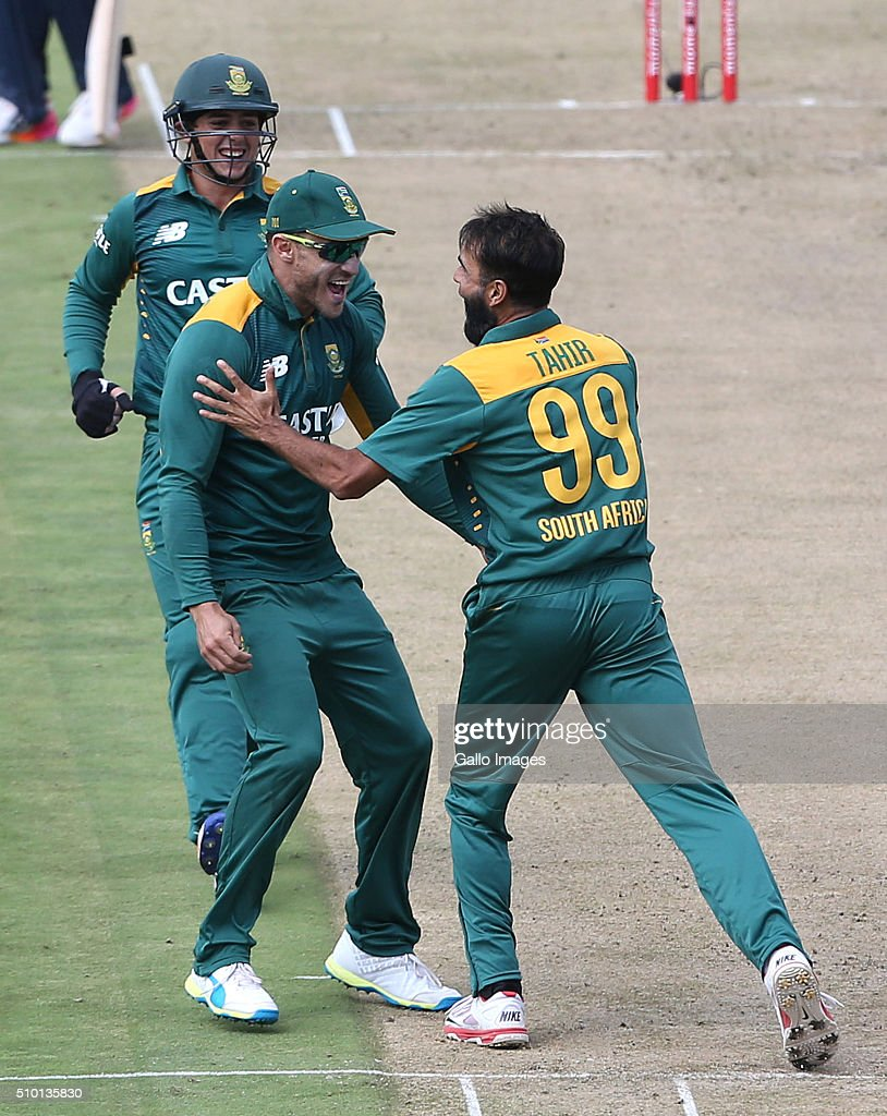 The Proteas celebrates during the 5th Momentum ODI Series match between South Africa and England at PPC Newlands on February 14, 2016 in Cape Town, South Africa.