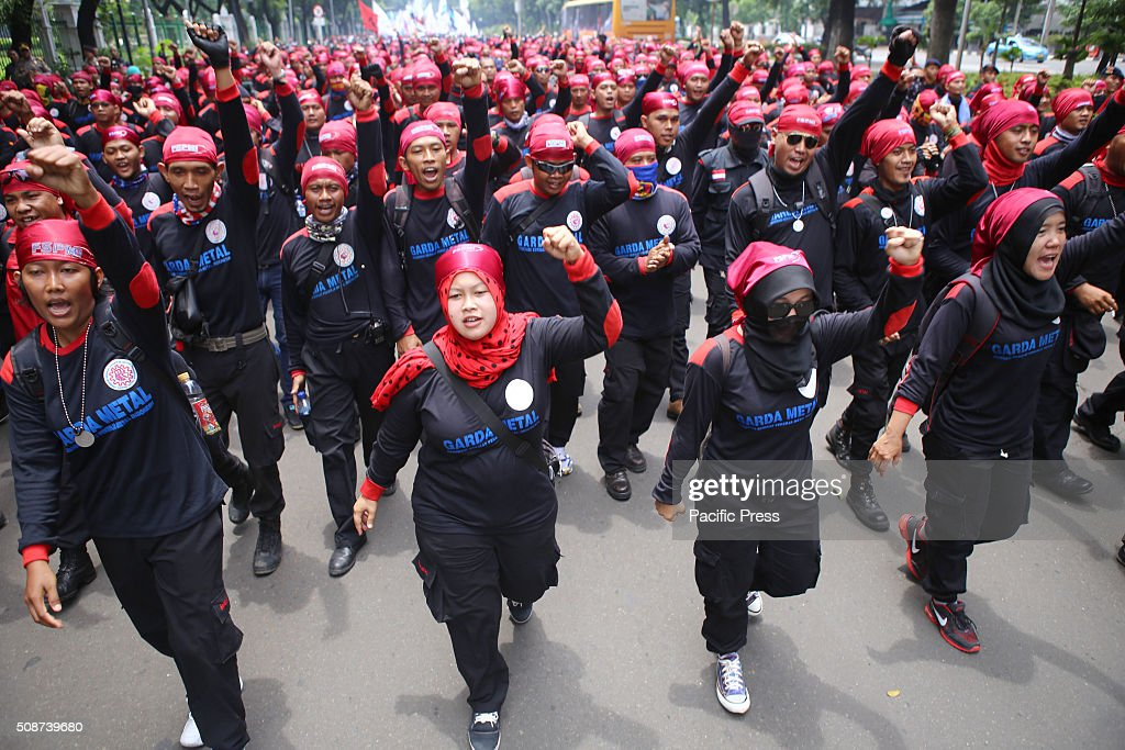 The protesters from Indonesian Trade Union Confederation (KSPI) take the streets resisting layoffs (layoffs) and reject the low wages. The demonstration started from the front of the horse statue, passing in front of the National Palace and ended at the Supreme Court Building.