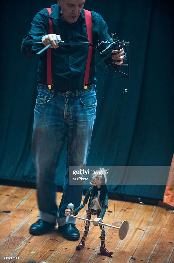 """The puppet show Rod Burnett """"Punch and Judy"""" is part of the IX International Puppet Festival of Santillana del Mar (Cantabria), on May 28, 2016."""