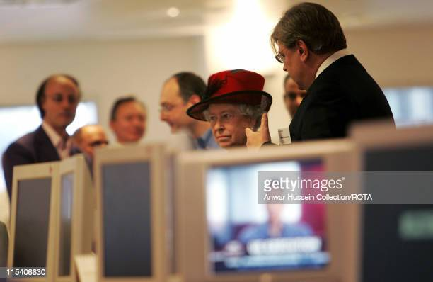 HM The Queen Elizabeth II is shown around the newsroom by Reuters EditorinChief Geert Linnebank during a visit to the Reuters building at Canary...