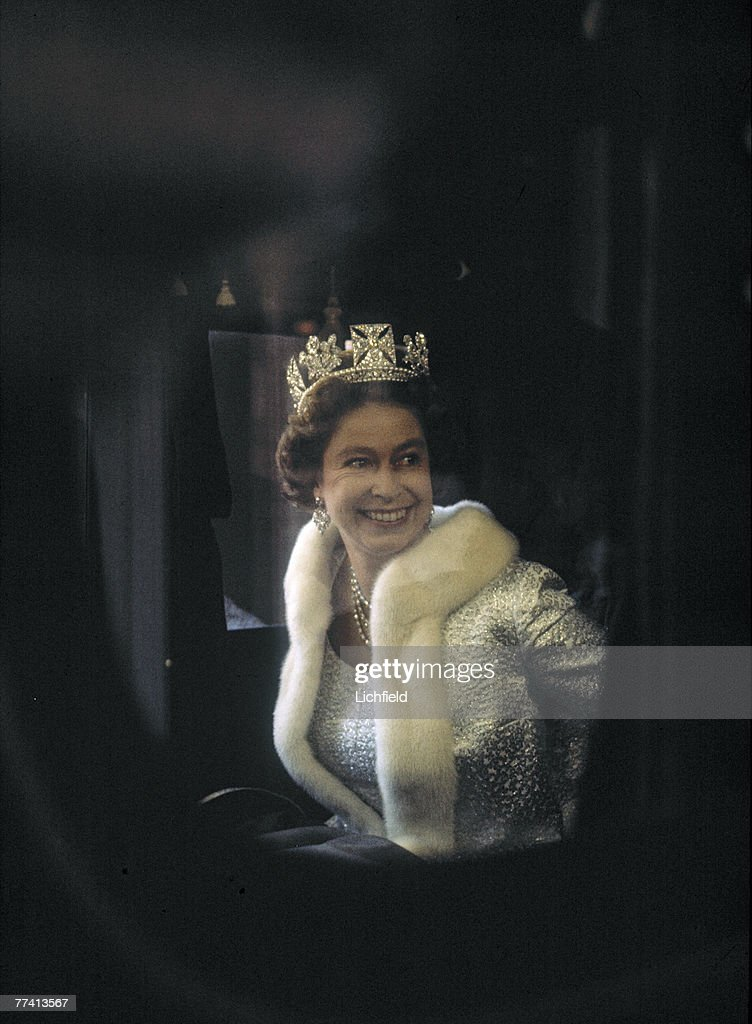 HM The Queen in her coach on her way to the Houses of Parliament for the State Opening of Parliament on 1st November 1971. (Photo by Lichfield/Getty Images).