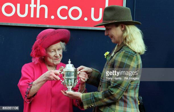 The Queen Mother presents Mrs Dorothy Mason owner of Red Ark Winner of the 'thehorsemouthcouk Burnt Oak and Special Cargo Novices' Steeple Chase'...