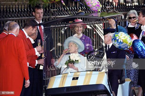 The Queen Mother Surrounded By Some Of Her Staff At Clarence House In London For Her 101st Birthday Drinking Champagne Given To Her By Members Of...