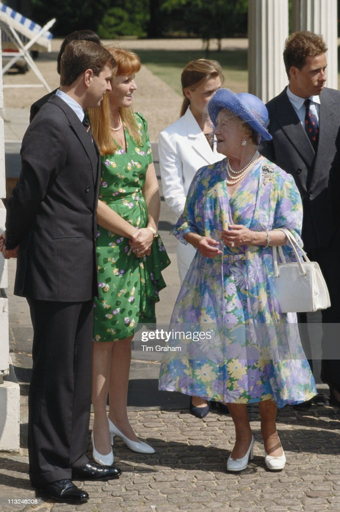 The Queen Mother (1900 - 2002) talking with Prince Andrew and Sarah, Duchess of York, outside Clarence House on the occasion of the 89th birthday of the Queen Mother, in London, England, Great Britain, 4 August 1989. Standing behind the Queen Mother are Viscount Linley and his sister, Lady Sarah Armstrong-Jones.