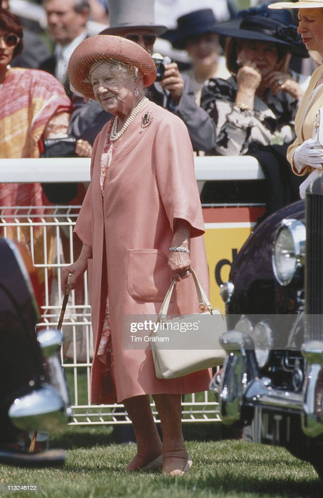 The Queen Mother (1900 - 2002), wearing a peach coloured outfit and hat, at the Derby meeting, at Epsom racecourse in Epsom, Surrey, England, Great Britain, 2 June 1993.