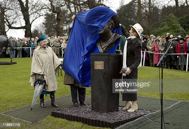HM the Queen unveils a bust of the Queen Mother at Sandown Race Course in Surrey on March 7 2003 photo