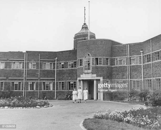 The Queen Victoria Hospital in East Grinstead West Sussex which specialises in plastic surgery for battlescarred servicemen June 1960 On the roof is...