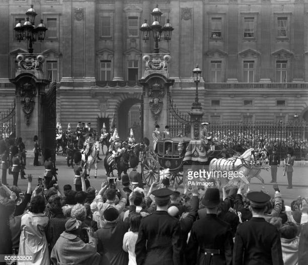 The Queen's carriage procession leaving Buckingham Palace for the wedding at Westminster Abbey of her sister Princess Margaret to Antony...