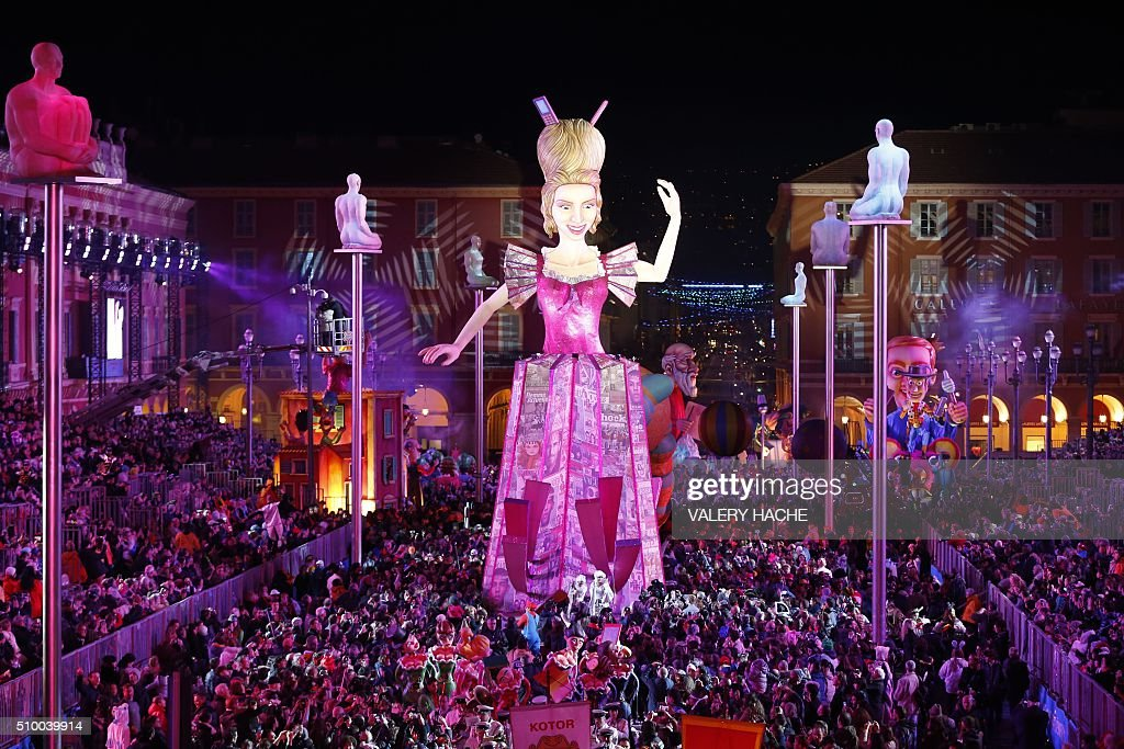 The Queen's float is pictured during Nice's Carnival parade, on February 13, 2016 in Nice, southeastern France. / AFP / VALERY HACHE