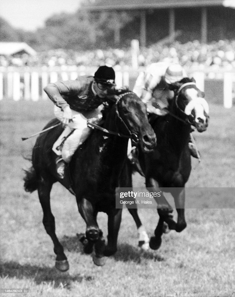 The Queen's racehorse Pindari, ridden by <a gi-track='captionPersonalityLinkClicked' href=/galleries/search?phrase=Lester+Piggott&family=editorial&specificpeople=208072 ng-click='$event.stopPropagation()'>Lester Piggott</a>, wins the King Edward VII Stakes at Ascot, 18th June 1959. Pindari is on the left, with Hieroglyph on the right.