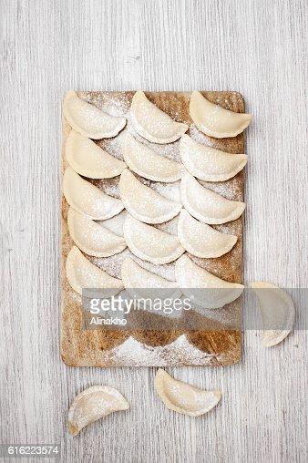 The raw dumplings lie on the board : Stock-Foto