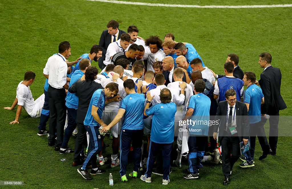 the Real Madrid huddle is seen prior to the extra time during the UEFA Champions League Final match between Real Madrid and Club Atletico de Madrid at Stadio Giuseppe Meazza on May 28, 2016 in Milan, Italy.