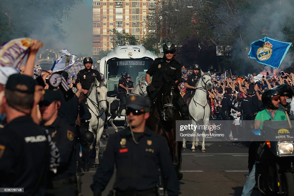The Real Madrid team bus arrives at the stadium prior to kickoff during the UEFA Champions League semi final, second leg match between Real Madrid and Manchester City FC at Estadio Santiago Bernabeu on May 4, 2016 in Madrid, Spain.