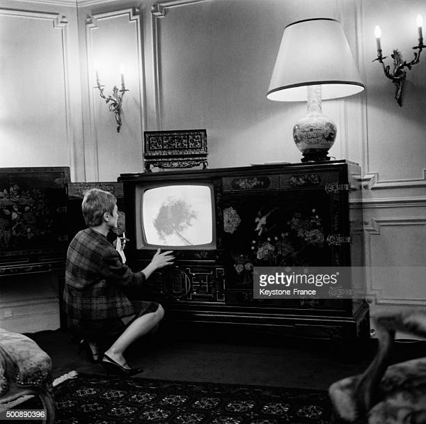 The recent Radio and Televison Fair at the Porte de Versailles exhibition hall presents the last hi fi technics and new TV set like this television...