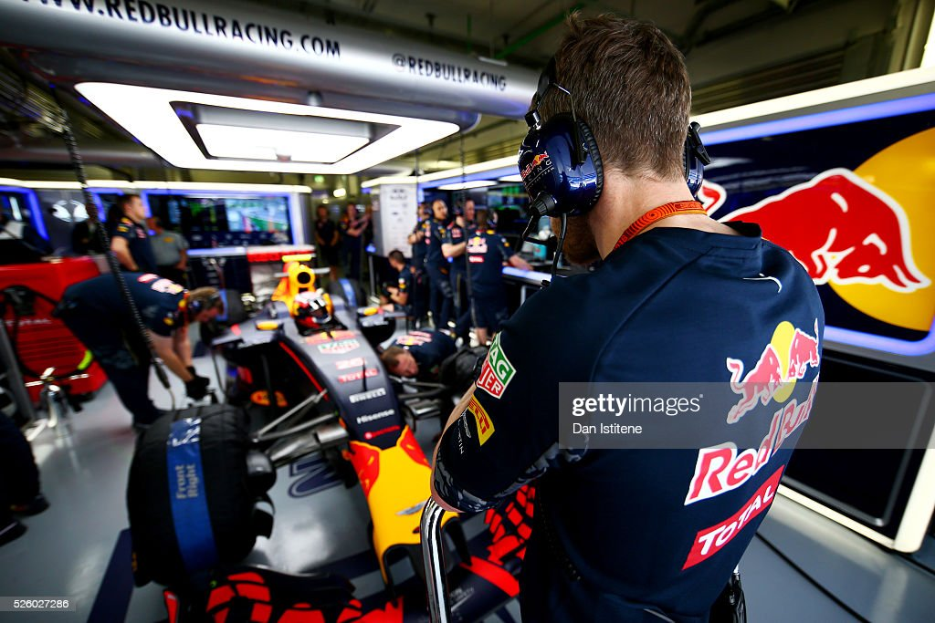 The Red Bull Racing team prepare to release <a gi-track='captionPersonalityLinkClicked' href=/galleries/search?phrase=Daniil+Kvyat&family=editorial&specificpeople=10936016 ng-click='$event.stopPropagation()'>Daniil Kvyat</a> of Russia and Red Bull Racing for a run during practice for the Formula One Grand Prix of Russia at Sochi Autodrom on April 29, 2016 in Sochi, Russia.