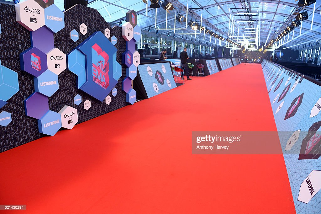 the-red-carpet-revealed-ahead-of-the-mtv-europe-music-awards-2016-on-picture-id621430294
