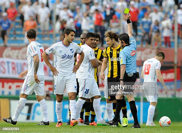 The referee Andres Cunha show the yellow card to Diego Forlan of Peñarol during a match between Nacional and Peñarol as part of round 12 of Apertura...