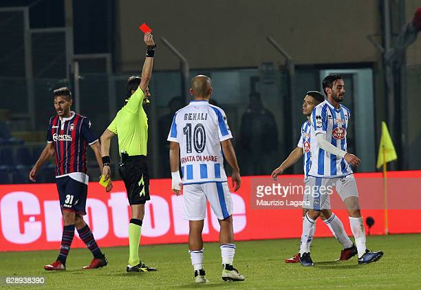 The referee Antonio Damato shows the red card to Alberto Aquilani of Pescara during the Serie A match between FC Crotone and Pescara Calcio at Stadio...