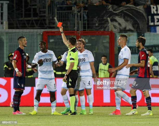 The referee Gianluca Rocchi shows the red card to Bartolomeu Jacinto Quissanga of Lazio during the Serie A match between FC Crotone and SS Lazio at...