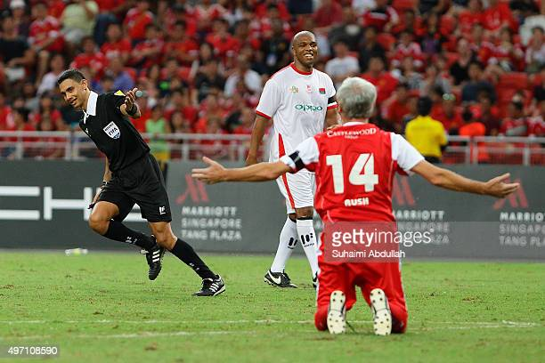 The referee ignores Ian Rush of Liverpool appeal for a foul as Quinton Fortune of Manchester United looks on during The Castlewood Group Battle Of...