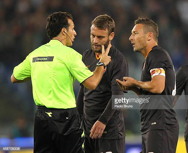 The referee Luca Banti speaks with Daniele De Rossi and Francesco Totti of AS Roma during the Serie A match between AS Roma and Torino FC at Stadio...