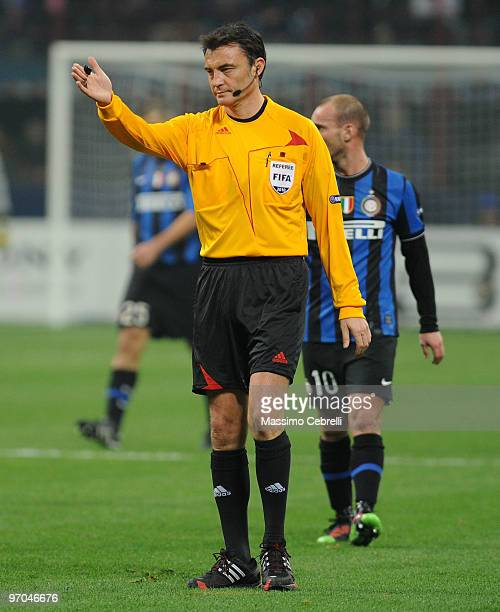 The referee Manuel Enrique Mejuto Gonzales gestures during the UEFA Champions League round of 16 first leg match between FC Inter Milan and Chelsea...