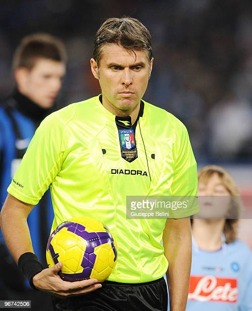 The referee Roberto Rosetti before the Serie A match between SSC Napoli and FC Internazionale Milano at Stadio San Paolo on February 14 2010 in...