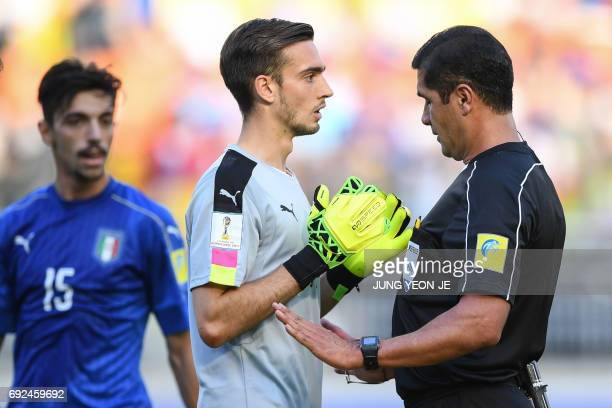 The referee speaks with Italy's goalkeeper Andrea Zaccagno during the U20 World Cup quarterfinal football match between Italy and Zambia in Suwon on...
