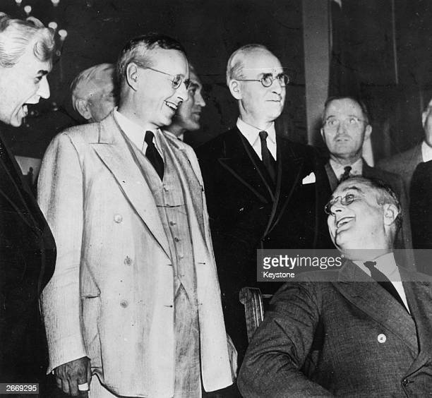 The Republican Governor of Kansas and presidential candidate Alfred Landon greeting the American President Franklin Delano Roosevelt prior to the...