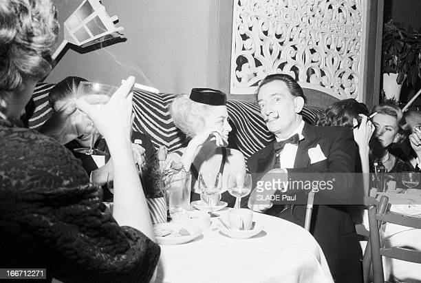 The Restaurant El Morocco Change Address In New York En janvier 1961 aux Etats Unis assis sur des banquettes en peau de zebre le peintre Savaldor...