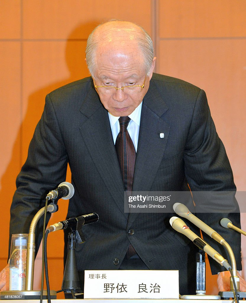The Riken national research institute President and the Nobel prize winner in Chemistry Ryoji Noyori apologises at a news conference on April 1, 2014 in Tokyo, Japan. The Riken found evidence of misconduct in supposedly groundbreaking studies on stem cells that had brought worldwide acclaim to one of its scientists. An investigative committee was set up after irregularities were pointed out in articles published by stem-cell biologist Haruko Obokata in the prestigious British science journal Nature in late January.
