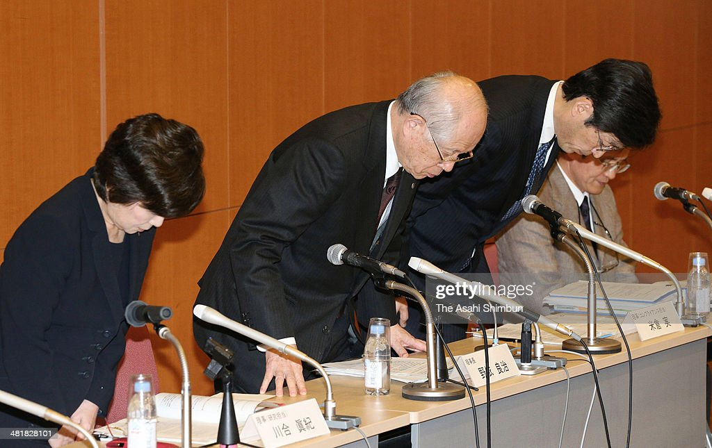 The Riken national research institute President and the Nobel prize winner in Chemistry Ryoji Noyori (C) and other Riken officials apologize at a news conference on April 1, 2014 in Tokyo, Japan. The Riken found evidence of misconduct in supposedly groundbreaking studies on stem cells that had brought worldwide acclaim to one of its scientists. An investigative committee was set up after irregularities were pointed out in articles published by stem-cell biologist Haruko Obokata in the prestigious British science journal Nature in late January.