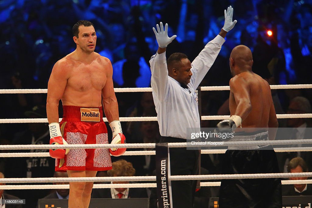The ring referee (C) stops the fight between <a gi-track='captionPersonalityLinkClicked' href=/galleries/search?phrase=Wladimir+Klitschko&family=editorial&specificpeople=210650 ng-click='$event.stopPropagation()'>Wladimir Klitschko</a> of Ukraine (L) and <a gi-track='captionPersonalityLinkClicked' href=/galleries/search?phrase=Tony+Thompson&family=editorial&specificpeople=801462 ng-click='$event.stopPropagation()'>Tony Thompson</a> of USA (R) during the WBA-, IBF,- WBO- and IBO-heavy weight title fight between <a gi-track='captionPersonalityLinkClicked' href=/galleries/search?phrase=Wladimir+Klitschko&family=editorial&specificpeople=210650 ng-click='$event.stopPropagation()'>Wladimir Klitschko</a> of Ukraine and <a gi-track='captionPersonalityLinkClicked' href=/galleries/search?phrase=Tony+Thompson&family=editorial&specificpeople=801462 ng-click='$event.stopPropagation()'>Tony Thompson</a> of USA on July 7, 2012 at Stade de Suisse in Bern, Switzerland.