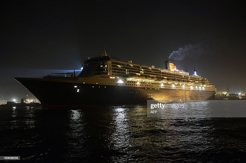The RMS Queen Mary 2 sails out of the harbour in Colombo on February 4, 2013. The luxury cruise liner brought over 2,300 tourists to Sri Lanka which is emerging from nearly four decades of ethnic war and has become an upmarket holiday destination. AFP PHOTO/ Ishara S