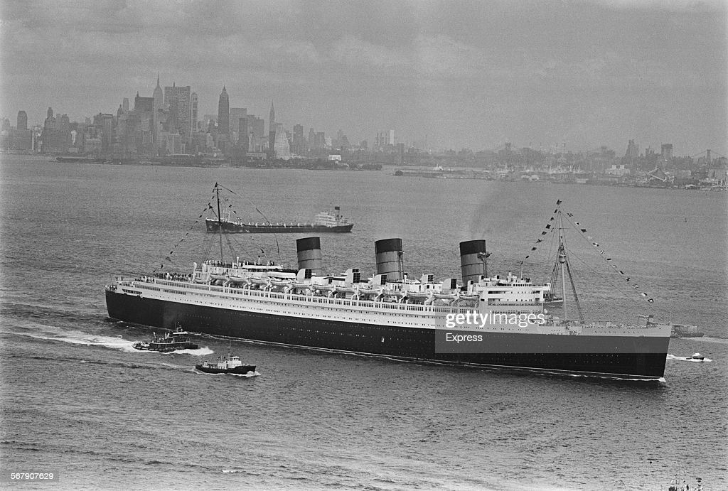 The RMS Queen Mary ocean liner leaving America after her ...