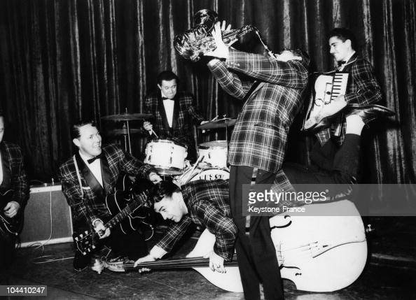 The rock'n roll singer Bill HALEY and his group the COMETS on stage between 1953 and 1955