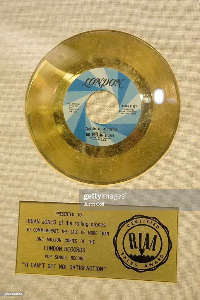 Satisfaction Presented To The Late Brian Jones And Valued At 10000-15000 Pounds, Prior To It'S Auction At Bonhams In Knightsbridge In London. The Record Is Part Of David Gest'S Entertainment Collection.The Collection Includes The Beatles: Yellow Submarine (3000-5000 Pounds), Help! (4000-6000 Pounds) And Penny Lane (3000-5000 Pounds). The Rolling Stones: (I Can'T Get No) Satisfaction Presented To The Late Brian Jones (10000-15000 Pounds). The Doors: Light My Fire (8000-10000 Pounds) And Hello, I Love You (6,000-8,000 Pounds) Both Jim Morrison'S Personal Copies.