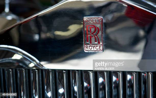 The Rolls Royce logo is seen on a vintage car February 19 2015 in Roanoke Virginia AFP PHOTO / KAREN BLEIER