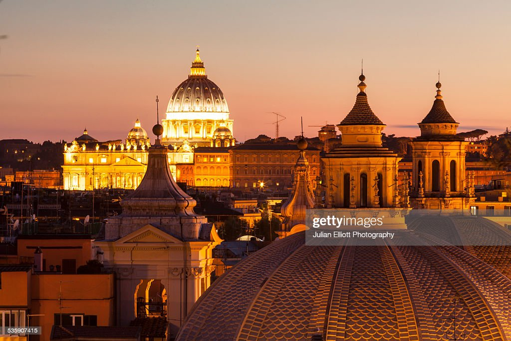 The rooftops of Rome and Saint Peter's basilica : Stock Photo