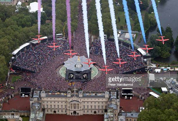 The Royal Air Force Red Arrows fly in formation over Buckingham Palace as The Royal family stand on the balcony on June 5 2012 in London England For...