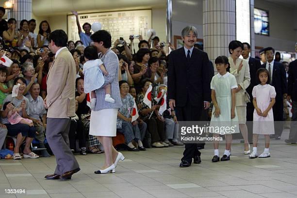 The royal family arrive at Izukyushimoda station August 25 2002 in Shizuoka Japan Crown Prince Naruhito Crown Princess Masako holding Princess Aiko...